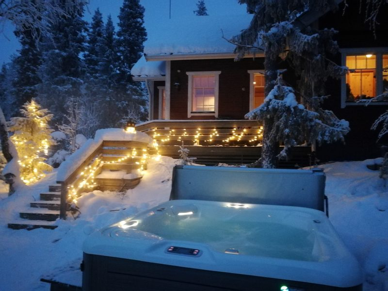 Arctic outdoor Spa -experience in Villa Rauha