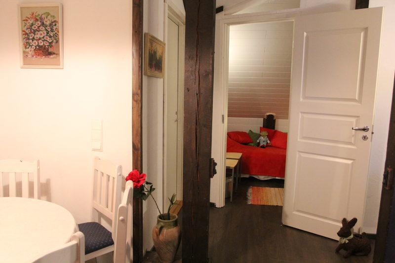 Yläkerran kolmen hengen huone