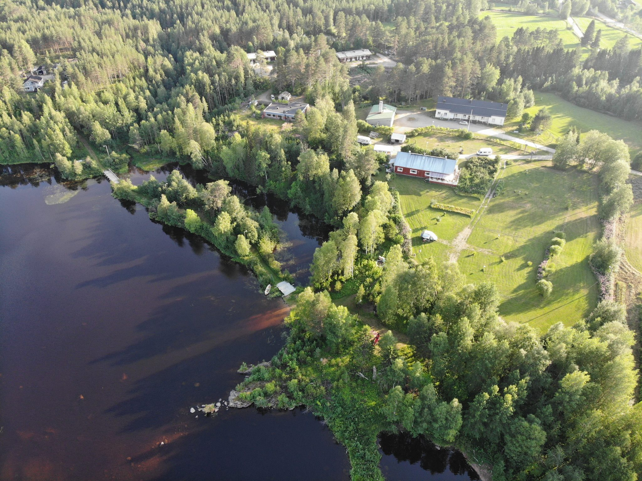 Keskiaikaravintola Wanha Autti sekä Wanha Autti Camping Kemijokirannassa