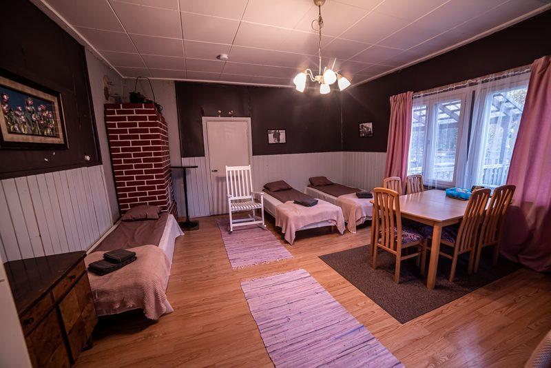 Neljän hengen huone