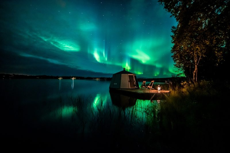 Northern lights and AuroraHut at lake Ranua in September