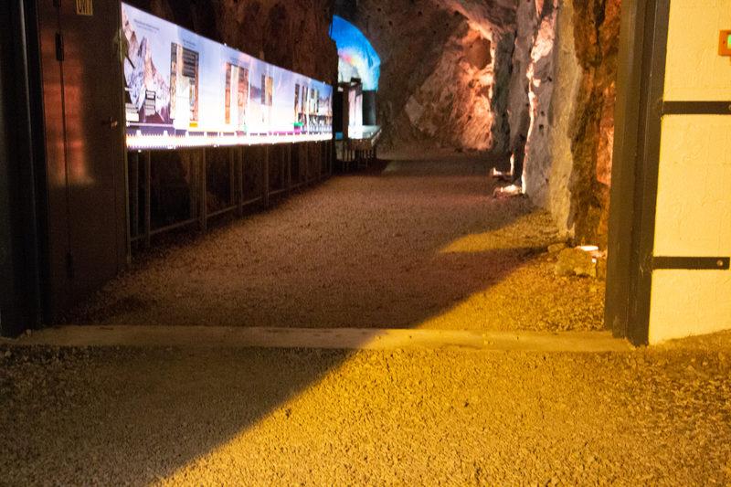 Kiven Aika Näyttely - Kiven Aika-näyttely on oma kokonaisuutensa 110-tasolla. Siinä paneudutaan geologian maailmaan. Muutamia poimintoja kuitenkin nostetaan myös Esteetön Elämyskaivos-kierroksella esille.