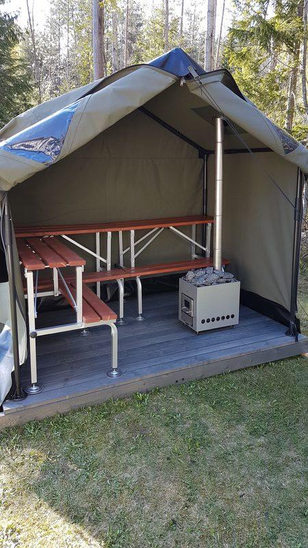 Jaettu käyttö - Jaetussa käytössä saunassa on kaksi erillistä saunaa, jolloin tila jaetaan väliseinällä siten, että saunan koosta 2/3 muodostaa saunatilan n. 10 hengelle ja 1/3 muodostaa toiseen päähän saunatilan kuudelle henkilölle. Kuvassa n. 10 hengen sauna.