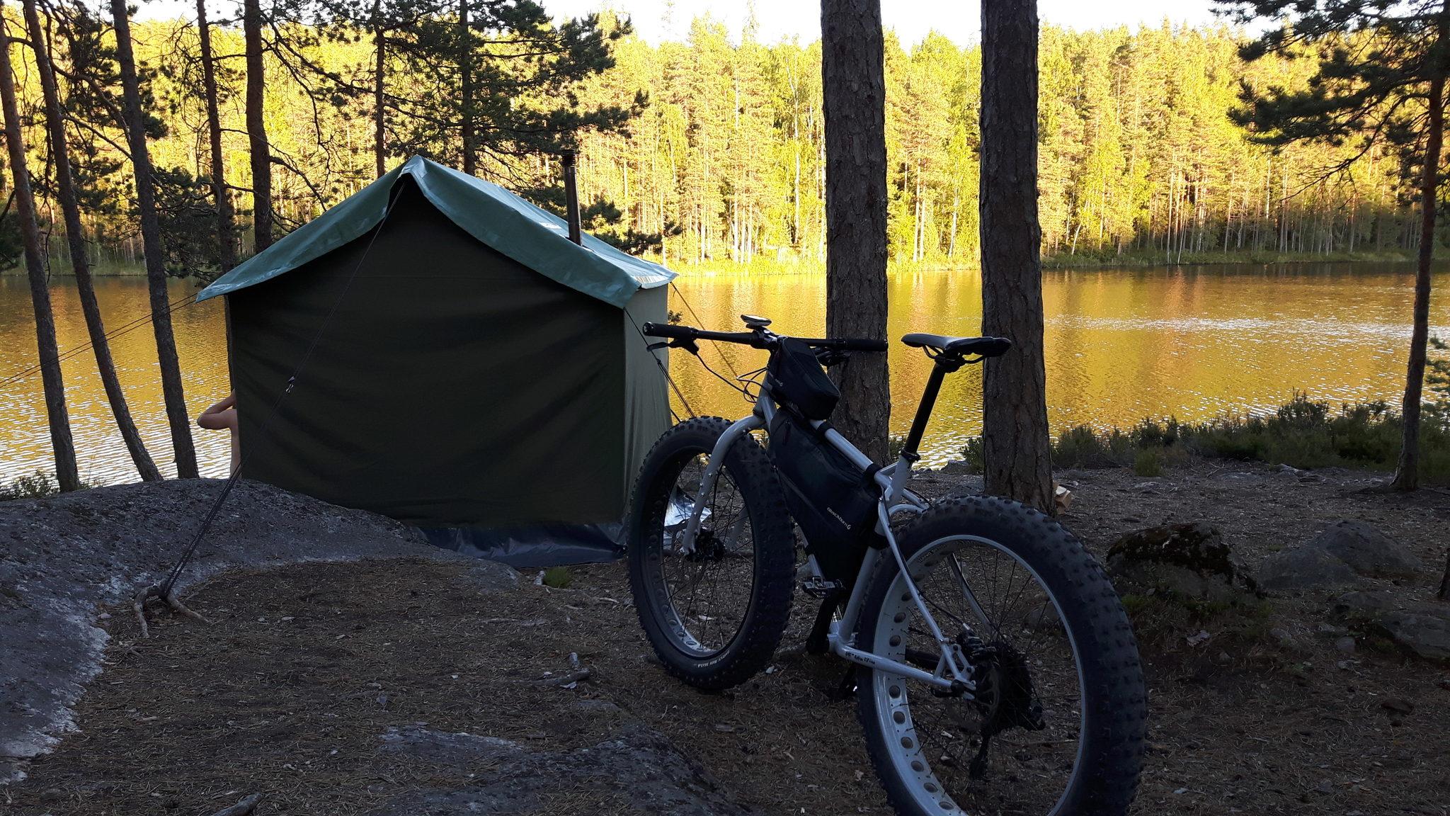 Tai aktiviteetti, jonka jälkeen telttasaunaan...