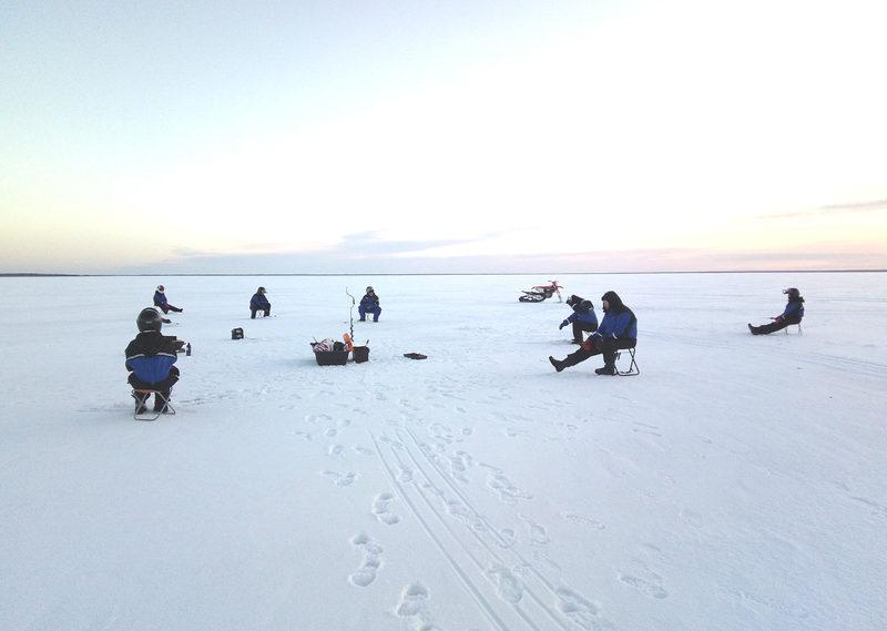 Weekly public ice fishing in Nallikari