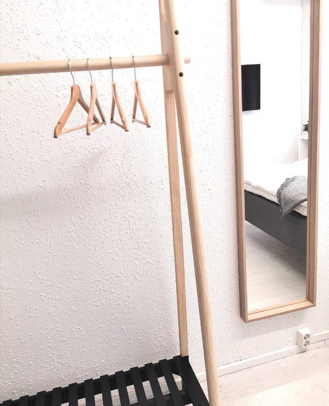 Vaateteline sekä peili