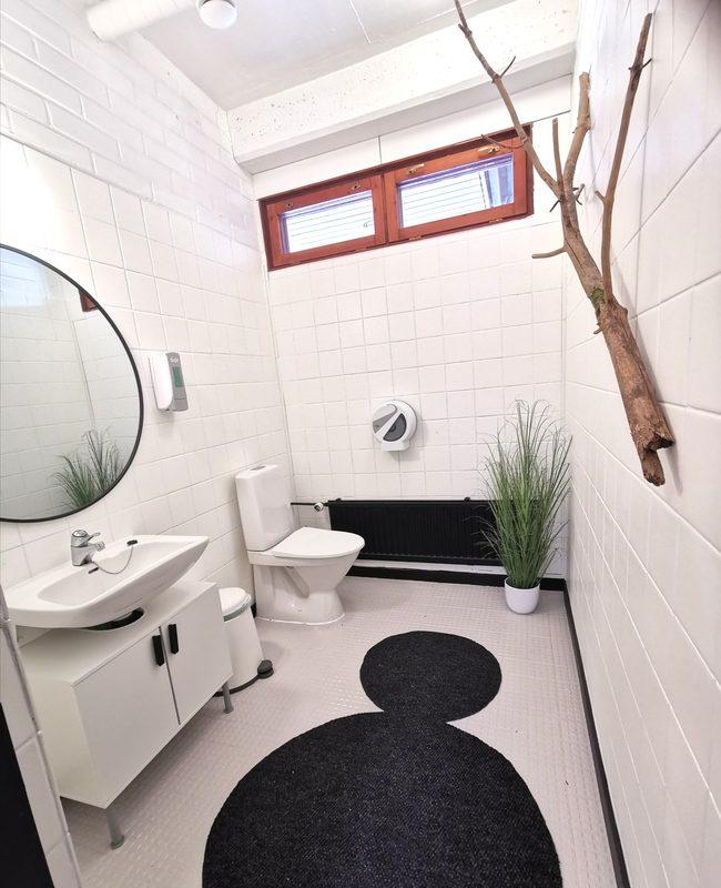 Yleinen wc käytävillä