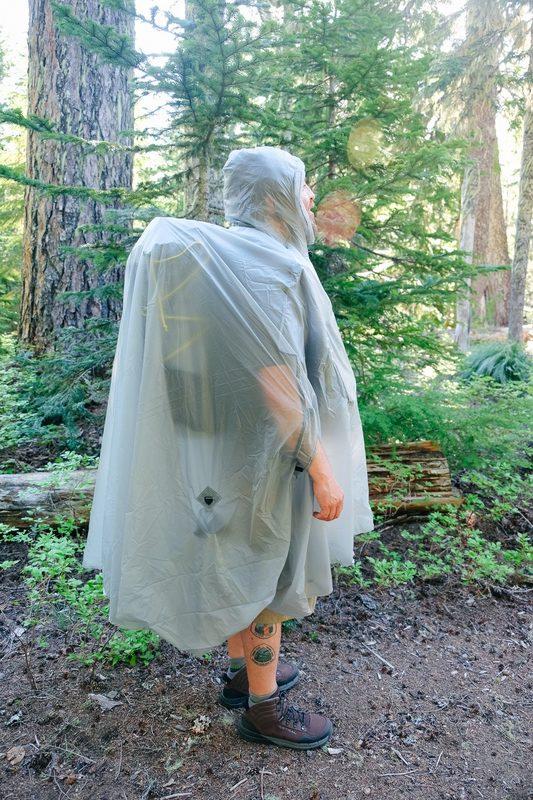 Käyttö sadeviittana suojaa myös kantamuksesi.