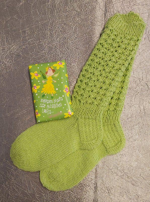 Vihreät villasukat (39-41) ja lakuja