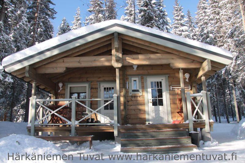 Rantasauna - Puulämmitteinen rantasauna on jaetussa käytössä naapurihuvilan vieraiden kanssa.