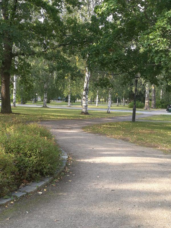 Poppelista Piilipuuhun - Puutarinoita Heinolan kaupunkipuistossa 24.7