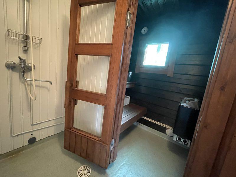 Oma sauna - Hillassa on oma sähkösauna ja suihku, ei wc:tä.