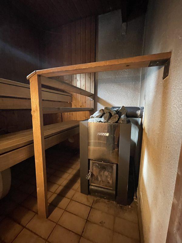 jaettu sauna ja kylpyhuone 1. puolen kanssa