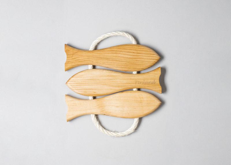 """Pot coaster """"3 fish"""" (black alder)"""