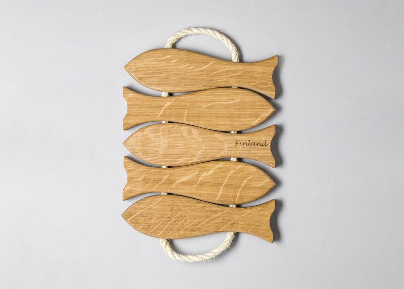"""Pot coaster """"5 fish"""" (oak)"""
