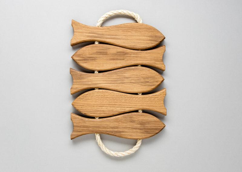 """Pot coaster """"Five fish"""" (oak)"""