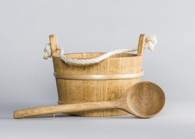 Tarred water bucket (pine)