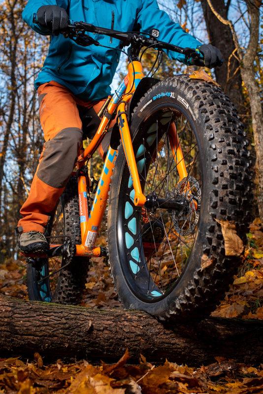 WHITE FAT PRO 5  size M-17`` Biker 160-175cm