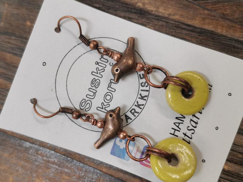 Lintuset-korvakorut metallia ja keramiikkaa, keltainen