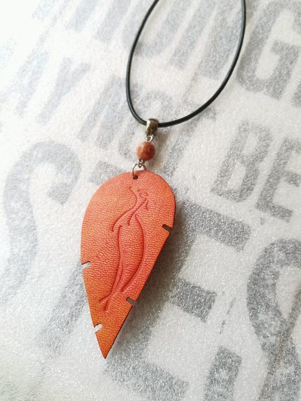 Oranssi Kurkinen-kaulakoru voimakivellä, Special Edition