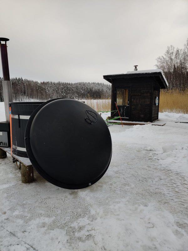 Talvella 2021 palju oli jäällä ponttoonisaunan vieressä.