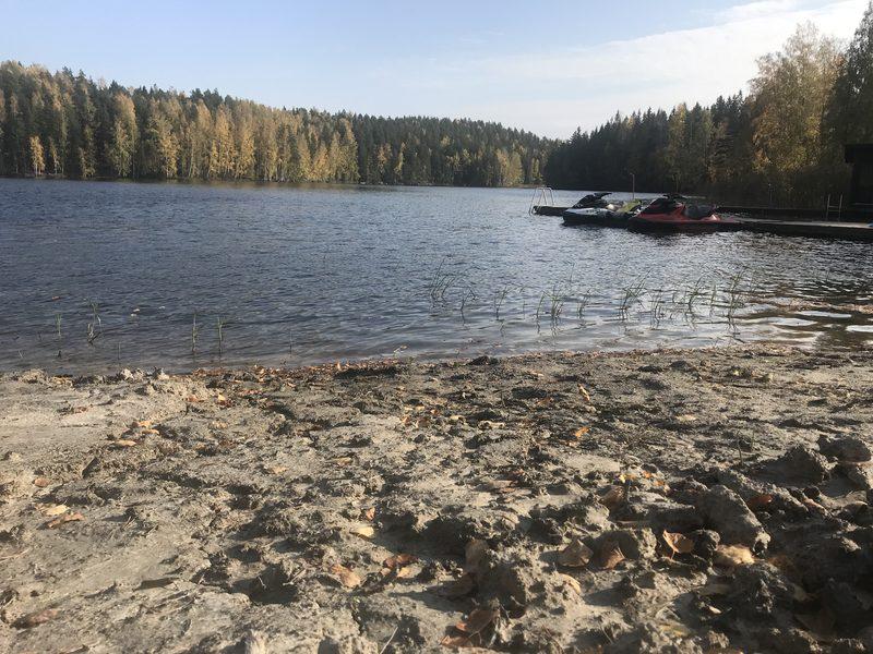 Hokkalan uimaranta käytössä - Hokkalan rannassa voit uida, laittaa nuotion ja nauttia tulen ääressä.