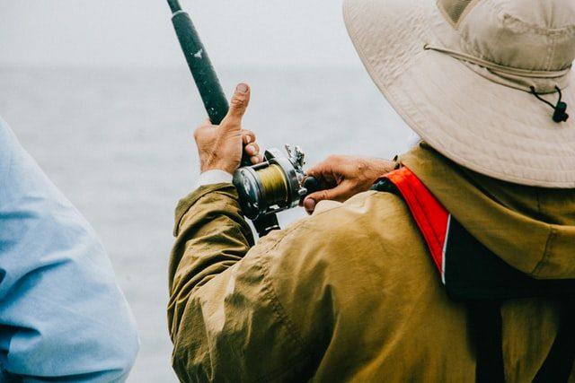 Kalastaja vauhdissa