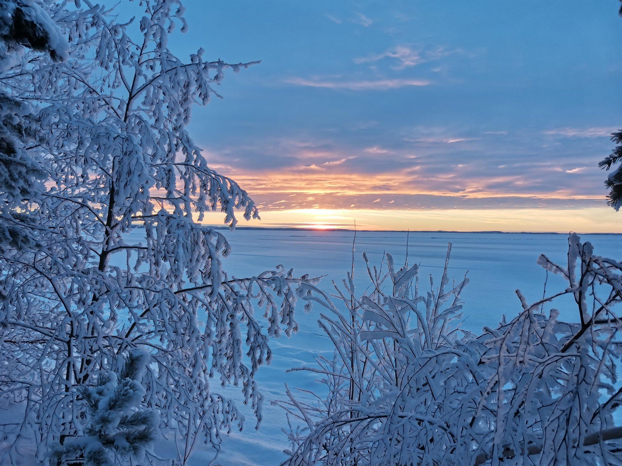 Talvinen auringonlasku Puruvedellä