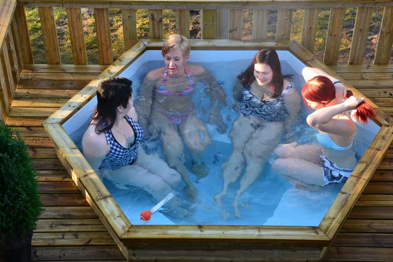 Lauhansarven höyryävä kylpypaljusauna