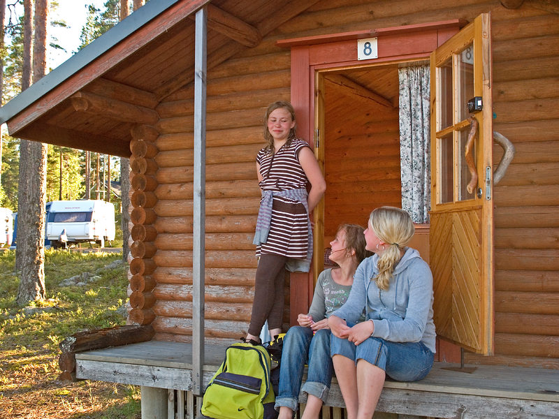 Kangasjärven leirintäalue 2 henkilön perinnemökki
