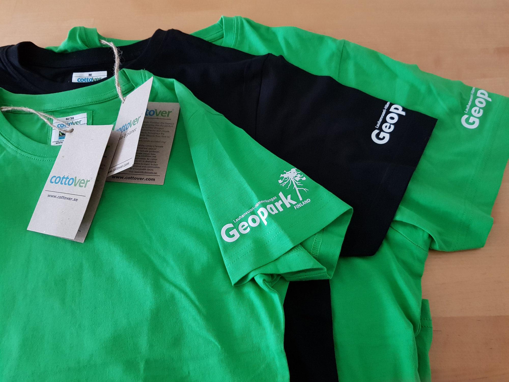 Geopark-T-paita - Ekopuuvillainen T-paita Geopark-logolla.