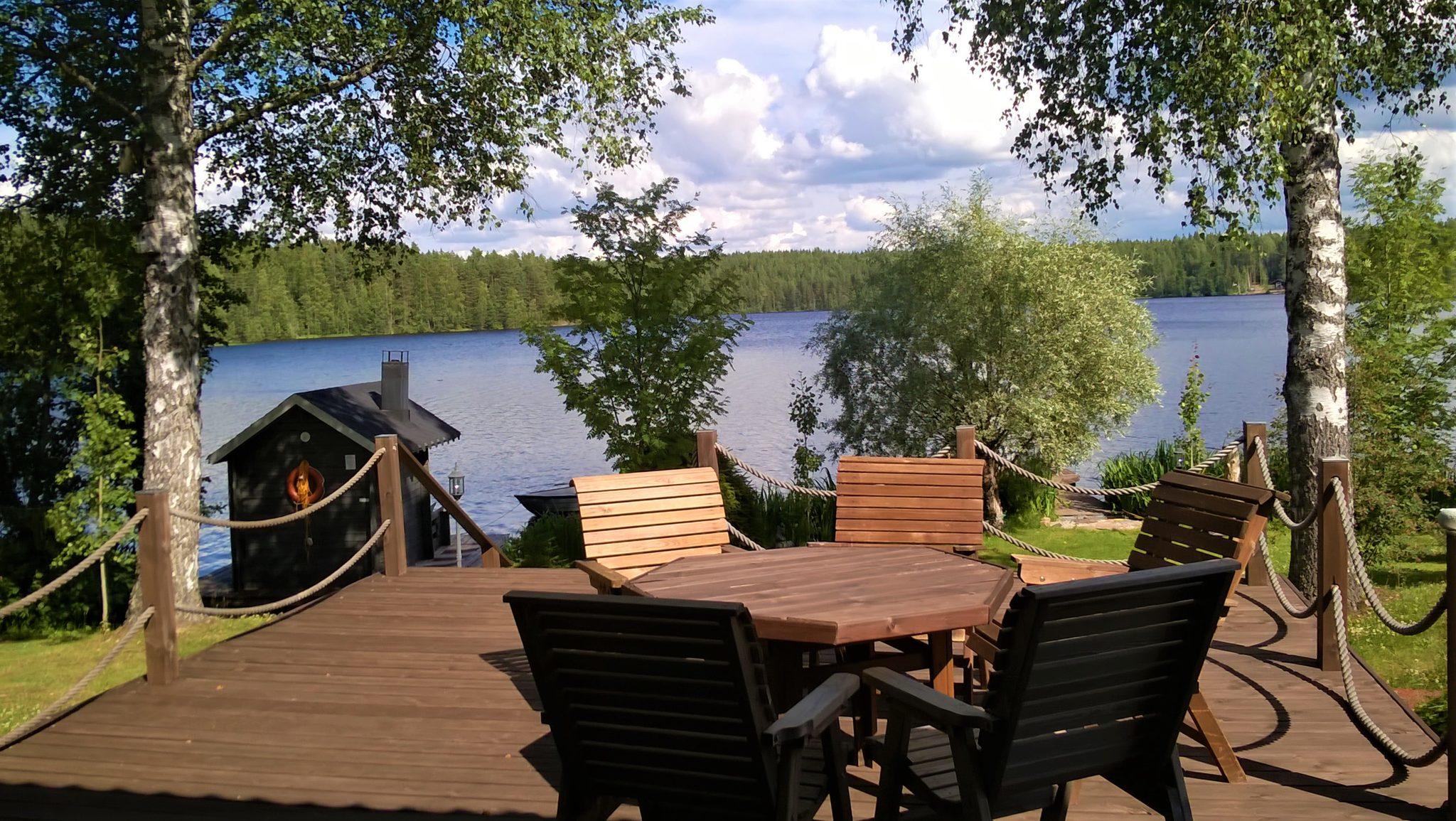 Varaa koko Lomakoti kauniin Riuttasjärven rannalta