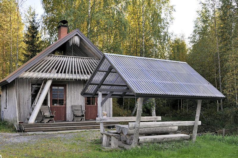 Keittiö, sauna ja yläkerrassa parvi