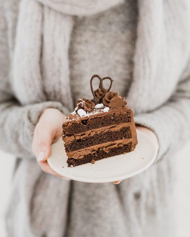 Suklaatäytekakku (L) - 10 hlö