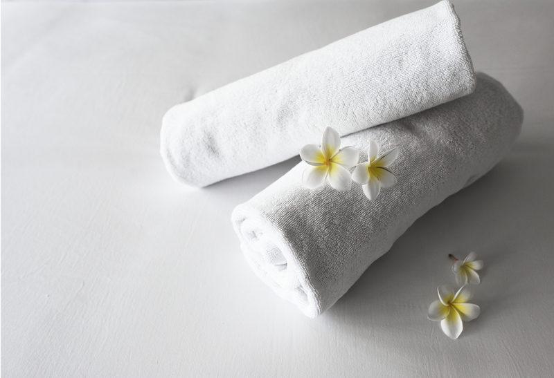 Liinavaatteet ja pyyhe