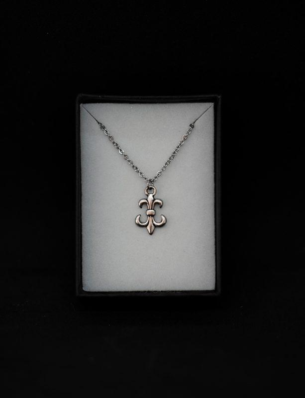 "Modo Mio ""The Lily"" necklace"