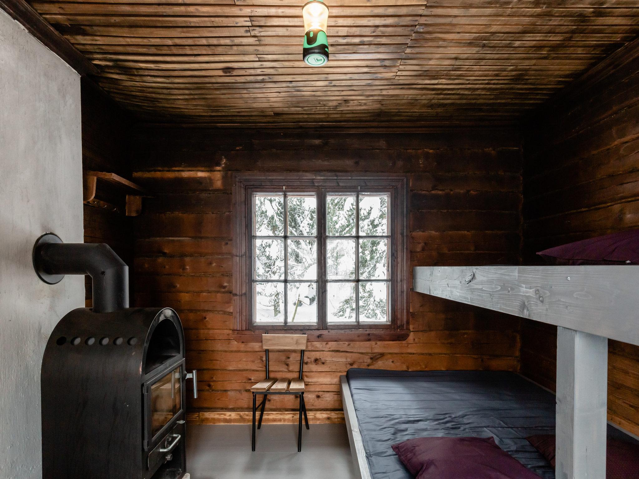 Tikankolon eräkämppä - Aito eräkämppä keskellä Nuuksion kansallispuistoa! Oma sauna, oma tulipaikka ja makuupaikat 6 hengelle!