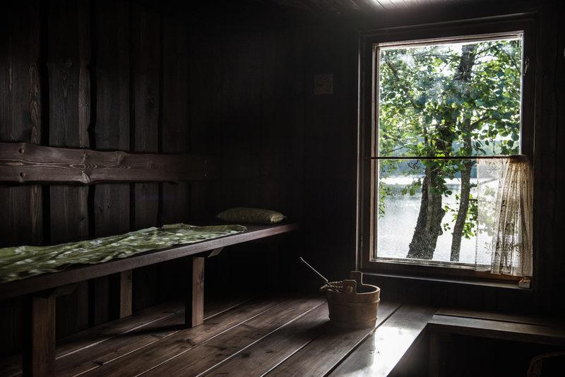 Paratiisin puulämmitteinen sauna Nuuksiossa