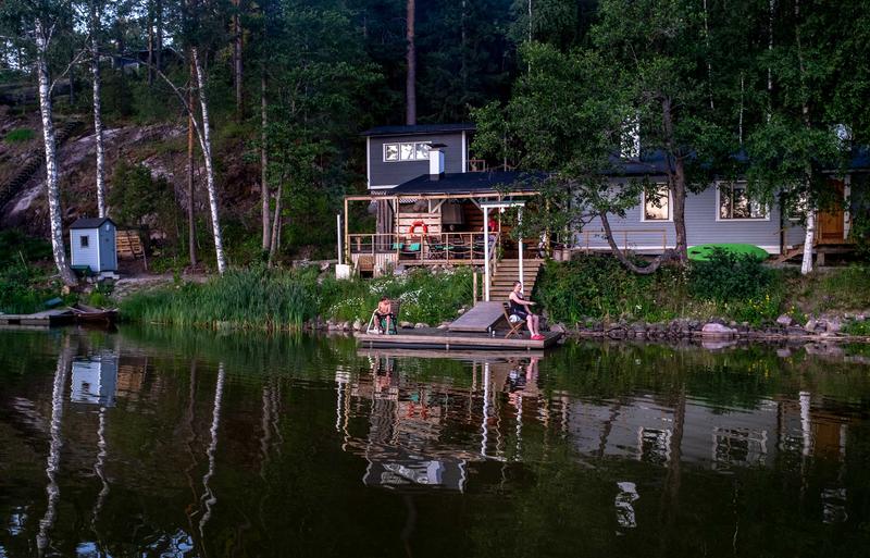 Villa Paratiisi järven rannalla