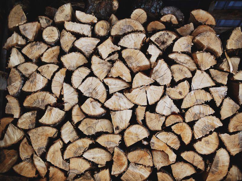 Polttupuut ja sytykkeet sisältyvät vuokraan