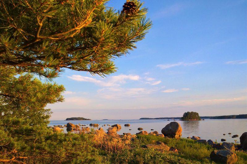 Meditaatio merellä luonnontilaisessa saaressa