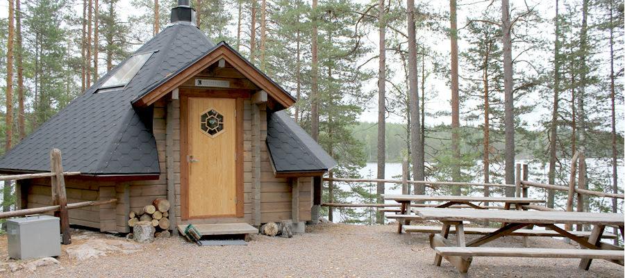 Määkijän kota - Määkijän kota sijaitsee puiston eteläisessä osassa Ketunlenkin yhteydessä.