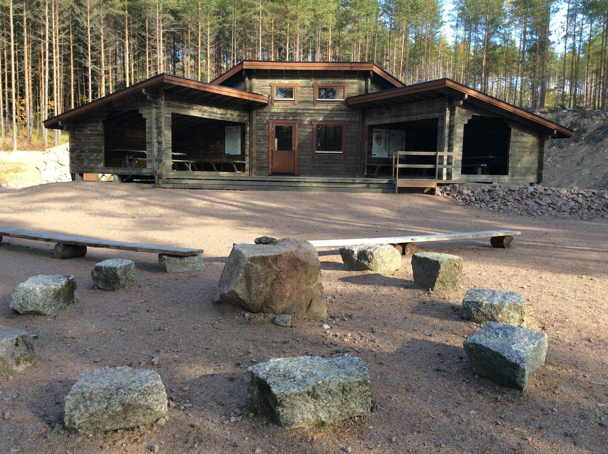 Valkjärven varausleirialue - Valkjärven varausleirialue sijaitsee puiston pohjoisosassa Valkjärven rannassa.