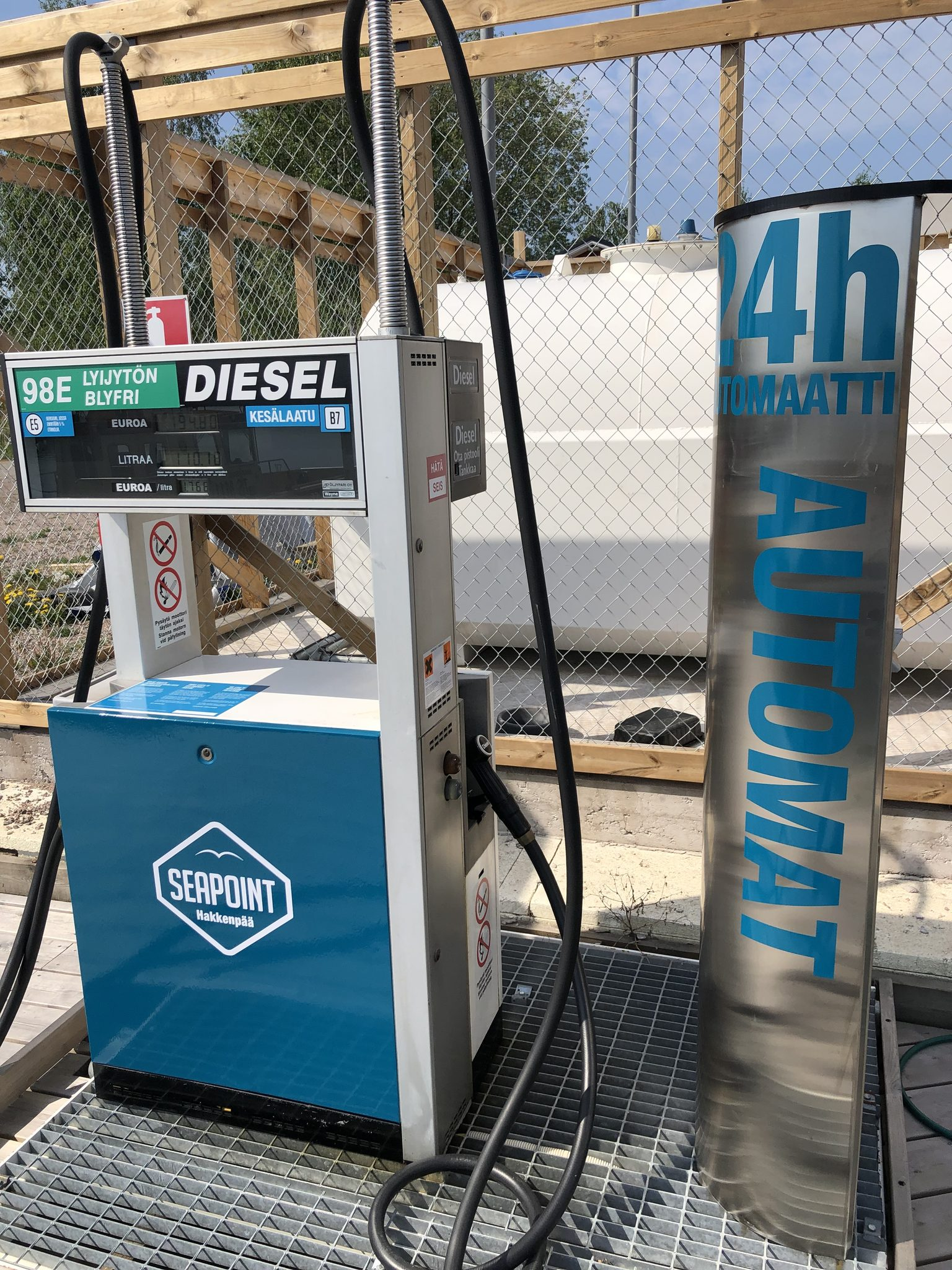 Seapointin polttoaine automaatti Hakkenpään veneasemalla