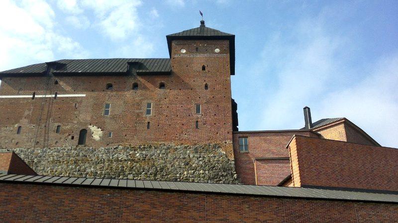 Hämeen keskiaikainen linna - Käymme vierailemassa Hämeen linnassa. Aivan vieressä myös mielenkiintoinen vankilamuseo.