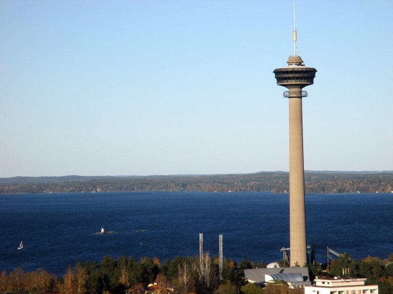 Tampere ja Näsinneula - Tampere on upea kesäkaupunki kahden järven välissä ja se on nähtävä ylhäältä.