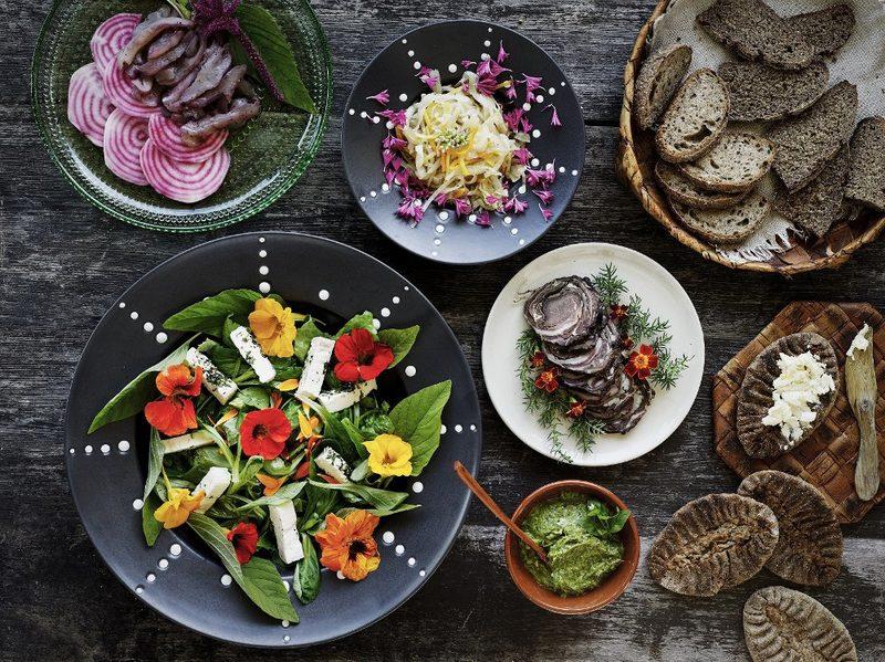 Karjalainen pitopöytä - Paikallisista herkullista ruokaa