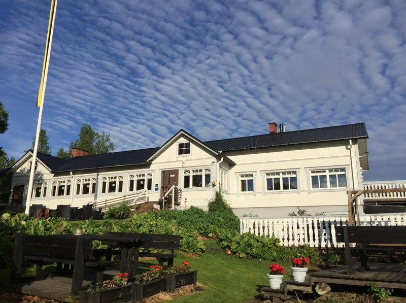 Tynkkylän päärakennus - Tynkkylä on matkailutila, joka on panostanut uusiutuvaan energiaan.