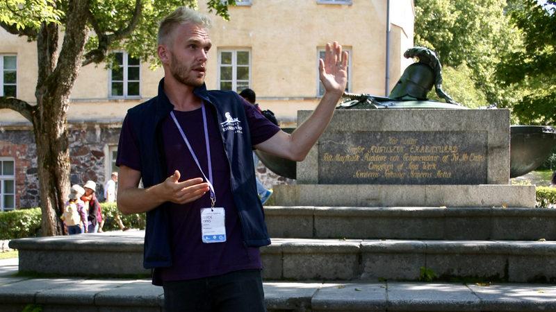 Opastettu yleisökierros suomeksi