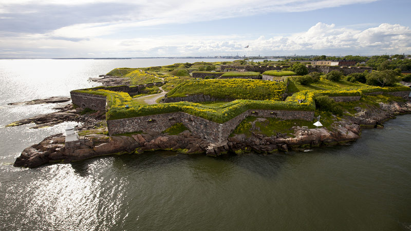 Guided Walking Tour at Suomenlinna in English in summertime (June - August)